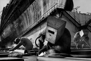 """FRANCE. Loire-Atlantique. Saint Nazaire. """"Le France"""" ship under construction. 1959."""