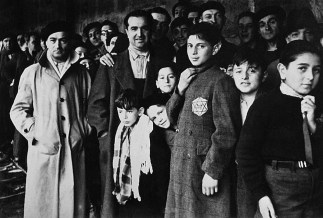 Judíos franceses apresados en París. Eran deportados y llevados a los campos de concentración.