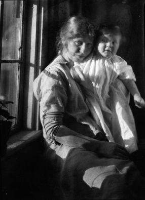 imogen_cunningham_autorretrato_con_gryff_1915