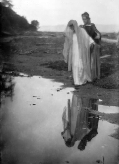 imogen_cunningham_by-the-waters-1912