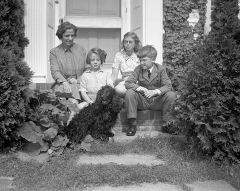 World War II British Refugee Family Welcomed to Barton Hills, 1940.jpg