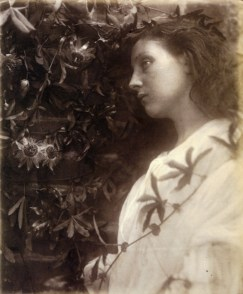 Julia_Margaret_Cameron_oenf_83Maud,_by_Julia_Margaret_Cameron