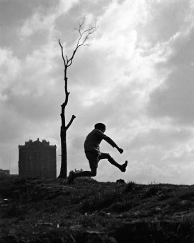 La poterne des peupliers,1932 © Robert Doisneau