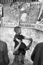 CHINA. Jiangsu. Nankin. Abril 1949. Los estudiantes publican dibujos que realizaron durante los últimos días del Kuomintang. Representan la destrucción del ejército nacionalista, la confiscación de la fortuna de Chiang Kai-shek, y la supresión de sus intereses.
