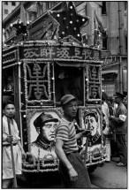 CHINA. Shanghai. Junio de 1949. Para celebrar la liberación de la ciudad, los tranvías fueron decoradas por sus empleados. La compañía de tranvías de Shanghai antes era francesa. (Los comunistas toman el control de Shanghai el 27 de mayo.)