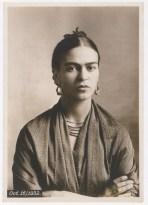 Foto por Guillermo Kahlo. Retrato de Frida Kahlo. (1932)