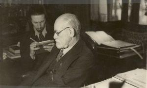 Nemon sketching Freud in Vienna
