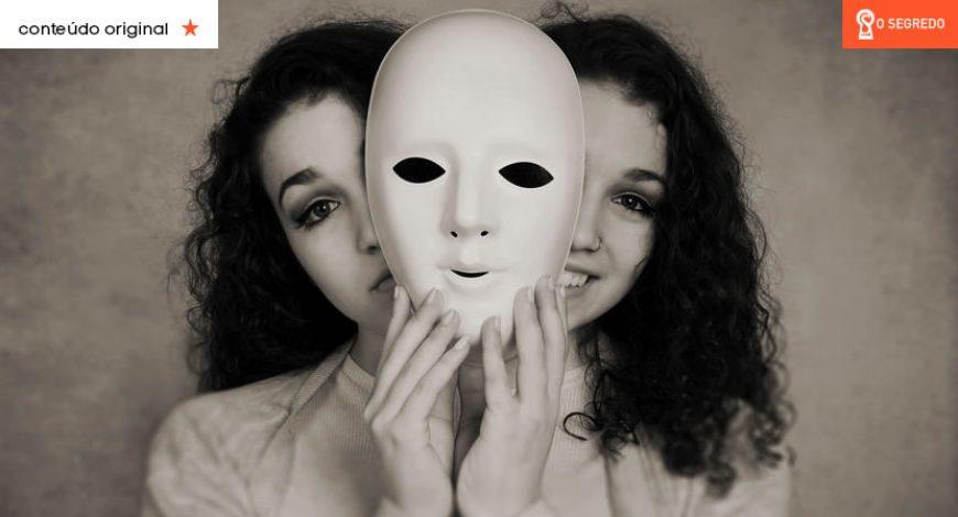 Não se preocupe com as pessoas duas-caras. Uma hora, Deus arranca a sua máscara!