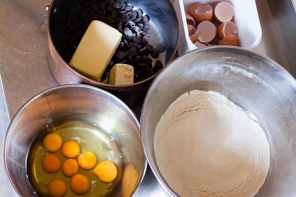 Préparation des mini moelleux au chocolat