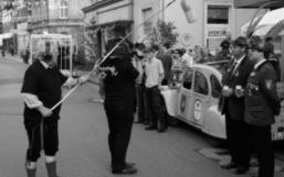 Immer nah dran: Kameramann und Tontechniker von Puschel-TV fangen Bilder vor der Melm'schen Hirschapotheke ein.