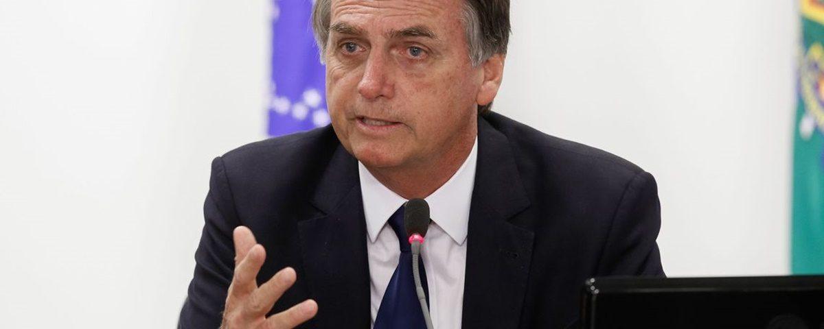 """Bolsonaro 3 1200x480 - Governo Bolsonaro: entre """"tuitadas"""" e trombadas nos primeiros dias - Por Nonato Guedes"""