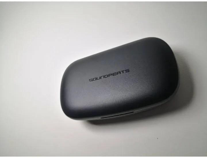 モバイルバッテリーにもなるTRUEBUDSの充電ケース