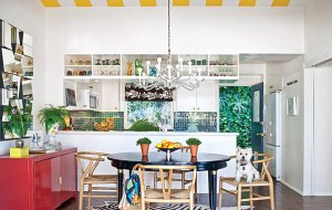 Bold-kitchen-with-greenery