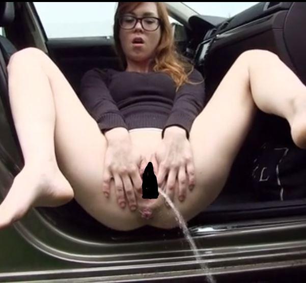 車内からクパァ放尿するメガネ女子