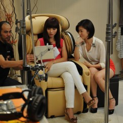 Behind The Chair App Slipcovers Target Scene With Vivian And Kate Osim Inspiring