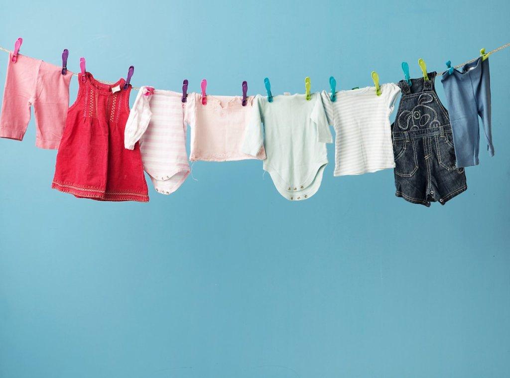 생후 12개월 미만 아이는 되도록 버튼이나 지퍼가 없는 옷이 아이옷 고르는 팁이다