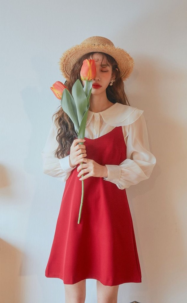 쨍한 색감이 있는 레드나 옐로우는 결혼식민폐하객룩이다.