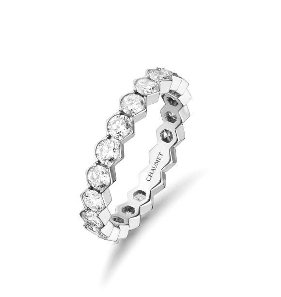 Chaumet 육각형의 벌집 모티프로 디자인한 다이아몬드 세팅 비 마이러브 링.