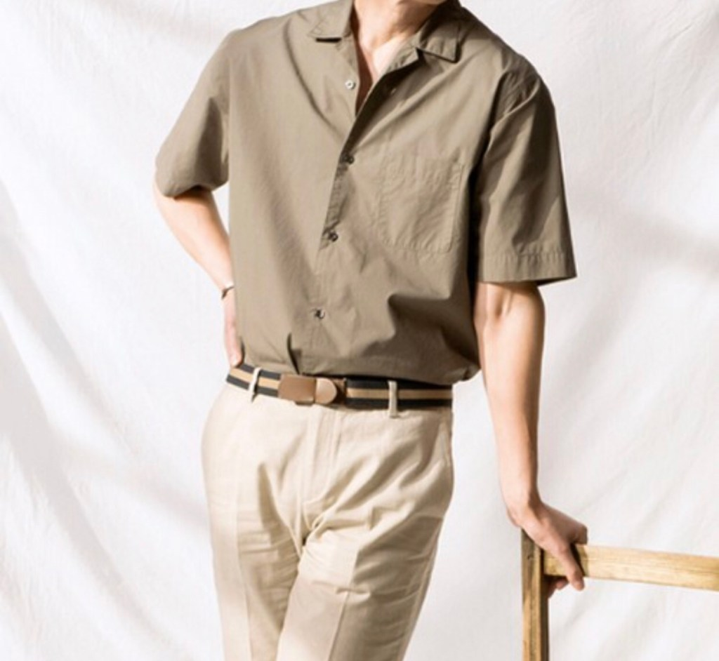 카키 반팔 셔츠는 직장인 룩으로 추천