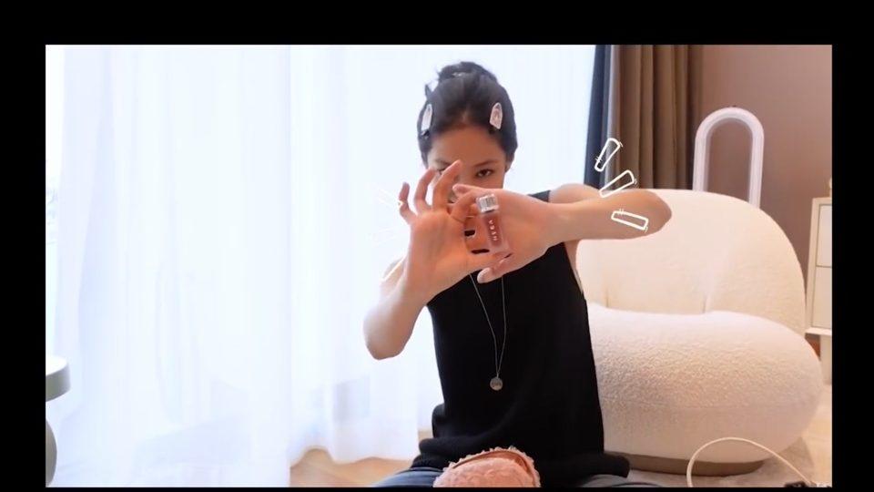 제니가 공개한 최애 아이템 헤라 틴트