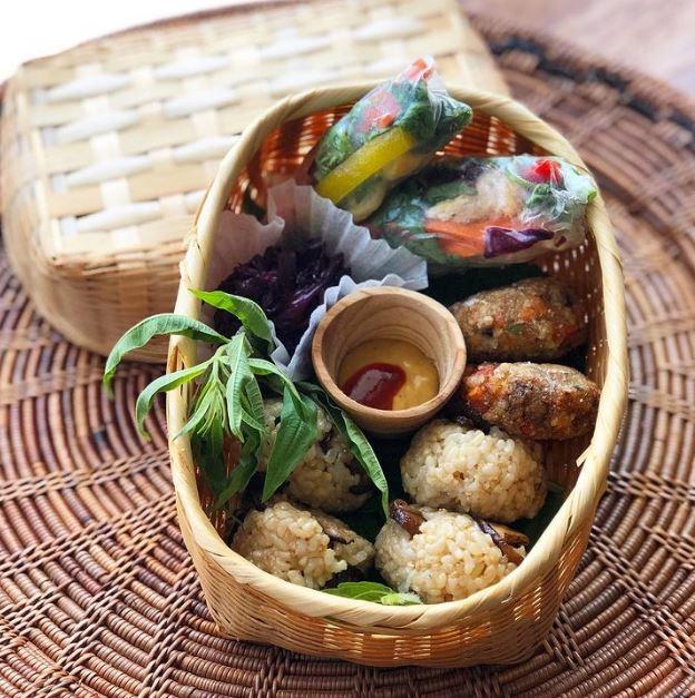 비건 다이어트 식단 구운 두부 & 파프리카 & 뿌리채소 샐러드 & 병아리콩