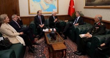 Bakan Akar AB Komisyonu Başkan Yardımcısıyla bir araya geldi