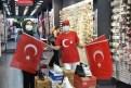 Osmaniye Belediyesi bayrak dağıttı