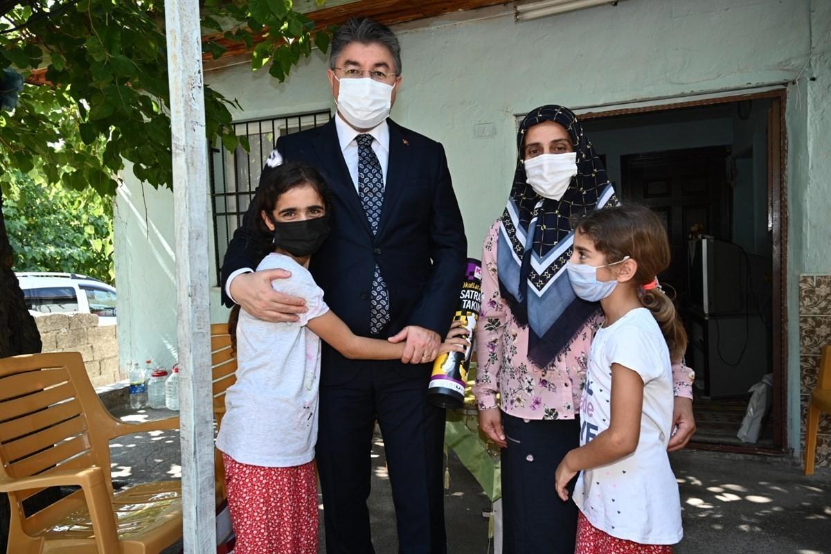 Vali Erdinç Yılmaz vatandaşların taleplerini dinlemeye devam ediyor