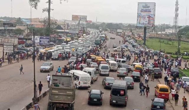 Gridlock on Lagos-Benin expressway as UNIBEN students protest fees hike