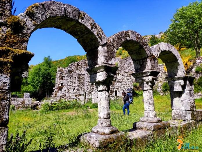 Mosteiro em Pitões das Júnias @osmeustrilhos