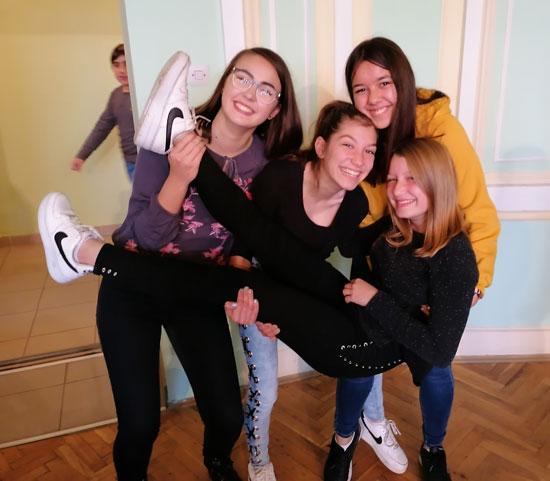 """Rahela, Marijana i Ana """"čestitaju"""" Melisi"""