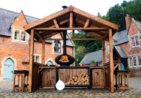 Wooden garden hut for Forno pizza oven