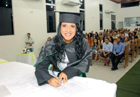 """""""Parabéns para minha querida mãe, Valdirene Ferreira de Sousa Morais, pela graduação em Serviço social. Mais uma vitória conquistada!"""