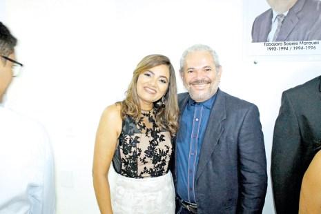 A empresária e presidente da CDL de Teixeira de Freitas, Jessyluce Reis, com seu esposo Gilberto Guimarães, na inauguração da sede própria da ACE e posse da nova diretoria em Teixeira de Freitas