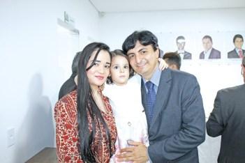 O empresário Marcos Antonio acompanhado de sua esposa Jeisse Mayumi e sua filha Isabella Naomy Ono na inauguração da sede própria da ACE e posse da nova diretoria