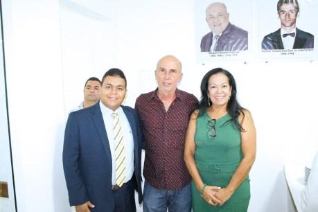 O chefe de gabinete da prefeitura de Teixeira de Freitas, dr. Herbet Chagas, o secretário de Agricultura, Dori Neves e a empresária Gilda Machado