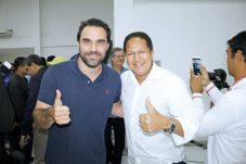 O pré-candidato a deputado federal, Adolfo Viana, e o pré-candidato à reeleição a deputado federal, Augusto Castro, no encontro de lideranças políticas em Teixeira de Freitas