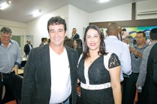 O procurador-geral do município de Santa Cruz Cabrália, dr. Loredano Aleixo, e a prefeita de Porto Seguro, Cláudia Oliveira, no evento na Câmara de Vereadores, em Eunápolis, durante entrega do título de cidadãos eunapolitanos