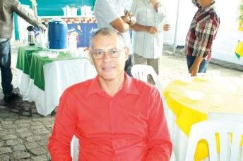 O farmacêutico Valber Laiber no evento café da manhã do Laticínios Davaca com os produtores em Ibirapuã