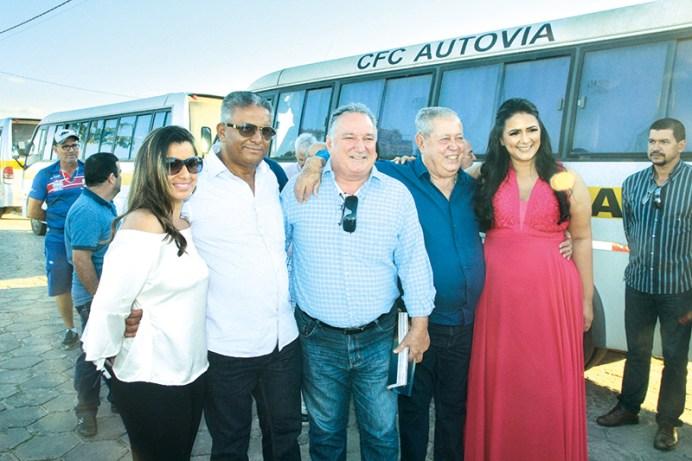 A coordenadora da 24ª Ciretran, Tatiane Ruas, o deputado estadual Robinho, recepcionam convidados durante a inauguração da nova sede do órgão no Loteamento Nanuque