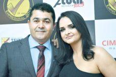 O gerente regional do Sebrae, Alex Brito, com sua esposa Maxsoely Brito, no Destaque Empresarial de Teixeira de Freitas