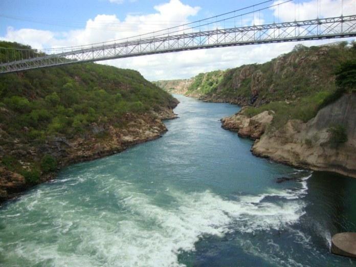 Embasa informa que poderá suspender o fornecimento de água na Bahia 2