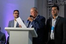 O prefeito Temóteo Alves de Brito regulamenta Conselho Municipal de Turismo de Teixeira