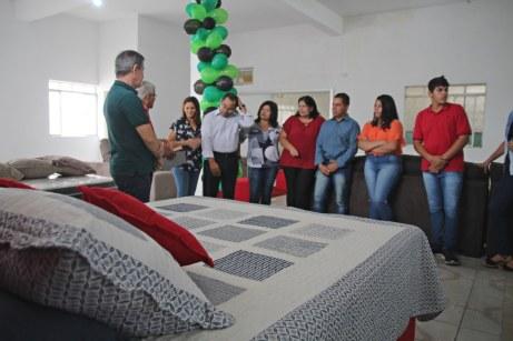 Abertura da loja reuniu amigos e familiares em agradecimento a Deus