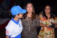 Mãe emocionada com a formatura da filha no Colégio Militar de Caravelas