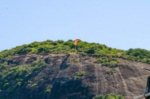 lajedao bahia extremo sul pedra da floresta salto de parapente papai noel natal solidariedade distribuicao de brinquedos comunidade criancas estadio de futebol (17)