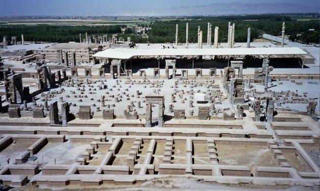 Shiraz: la ciudad de las flores y los poetas.