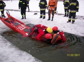 Ćwiczenia na lodzie (13)