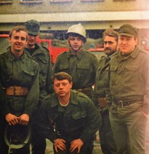 Strażacy ubrani w mundury typu moro po ćwiczeniach kompanii odwodowej w Tychach
