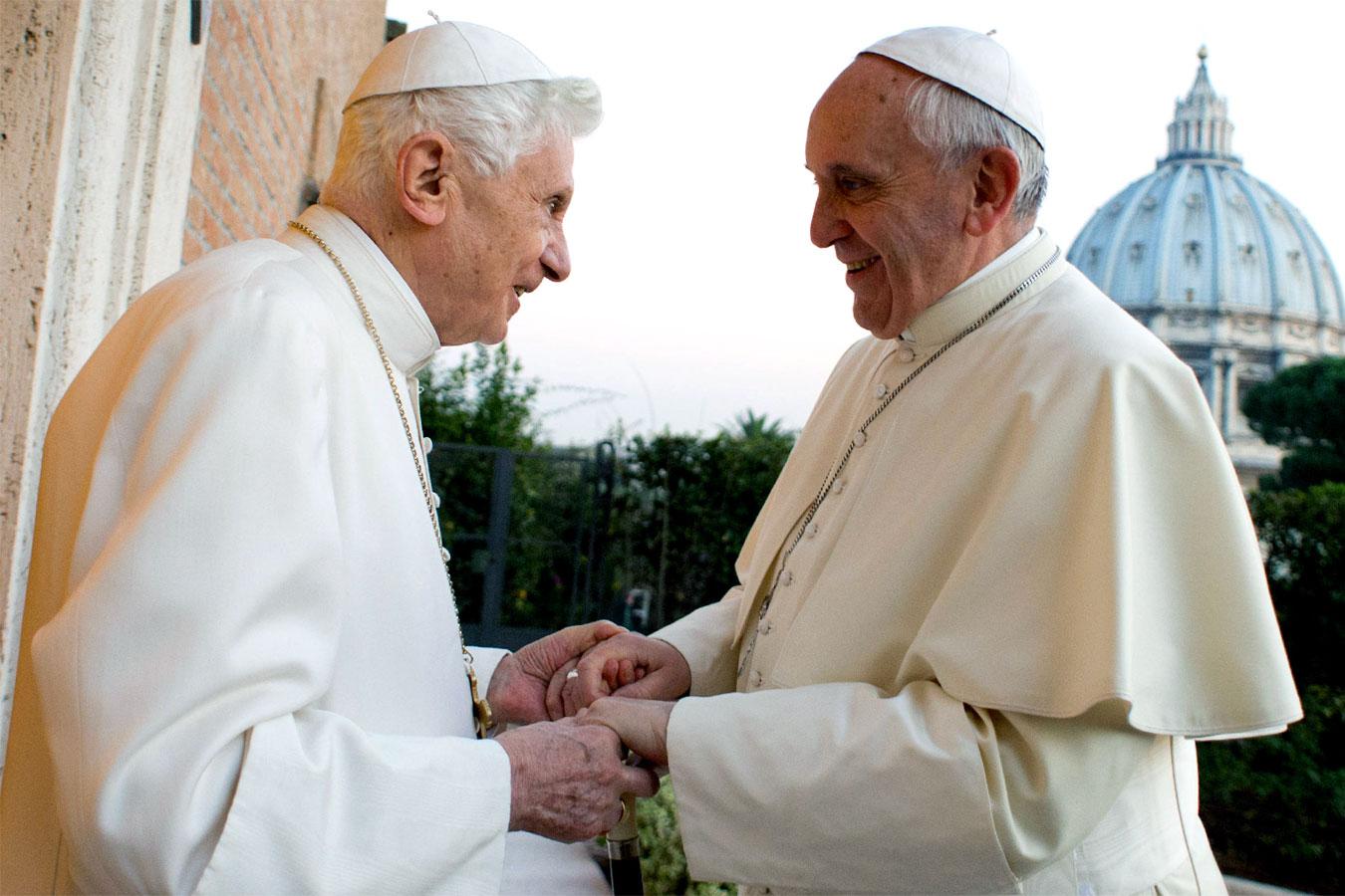 cat999 Papi Benedetto XVI Bergoglio Francesco San Pietro Chiesa cattolica